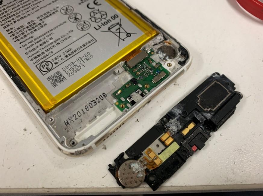 充電部分が腐食してしまっているP10 lite(WAS-L22J)