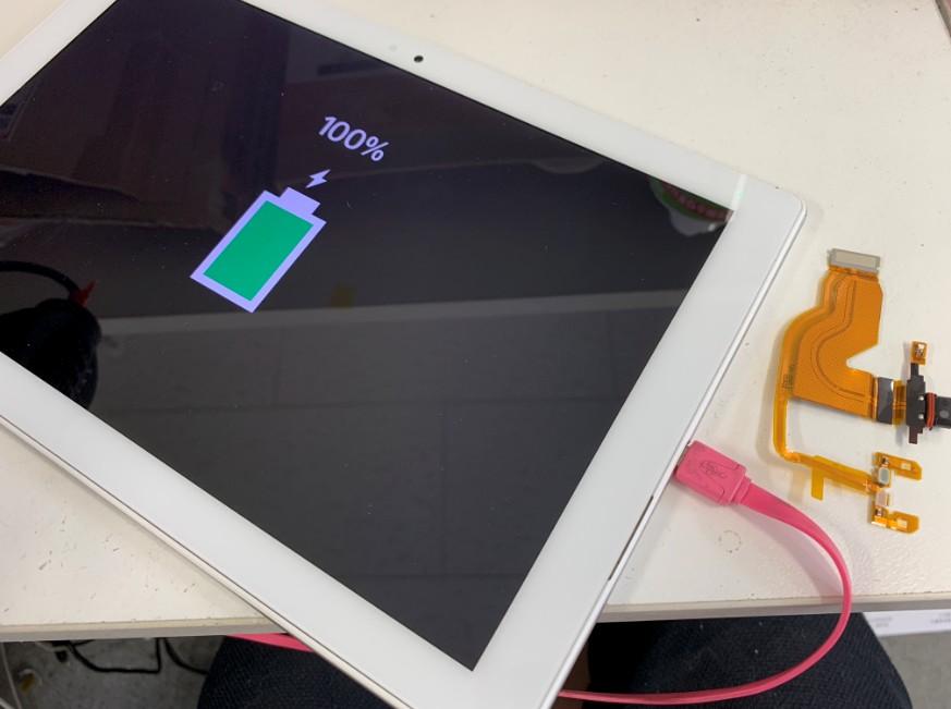 充電部分のパーツ交換修理で充電出来るようになったXperia Z4 Tablet