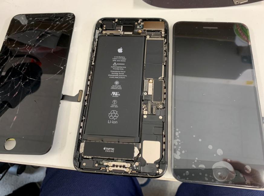 フロントパネル交換作業途中のアイフォン7プラス