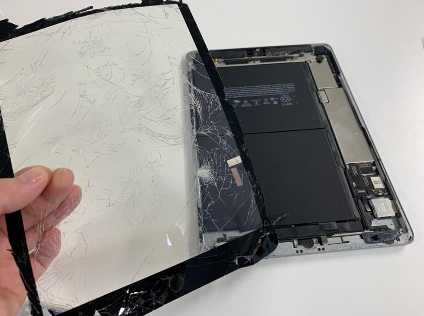 表面ガラスを剥がして分解したiPad 第5世代
