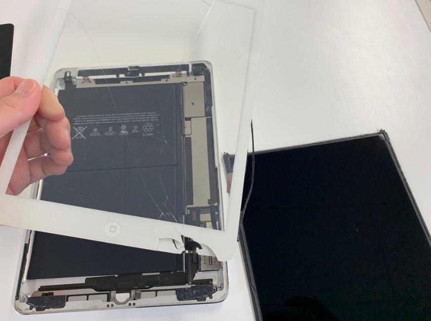 表面ガラスを本体から剥がしたiPad Air