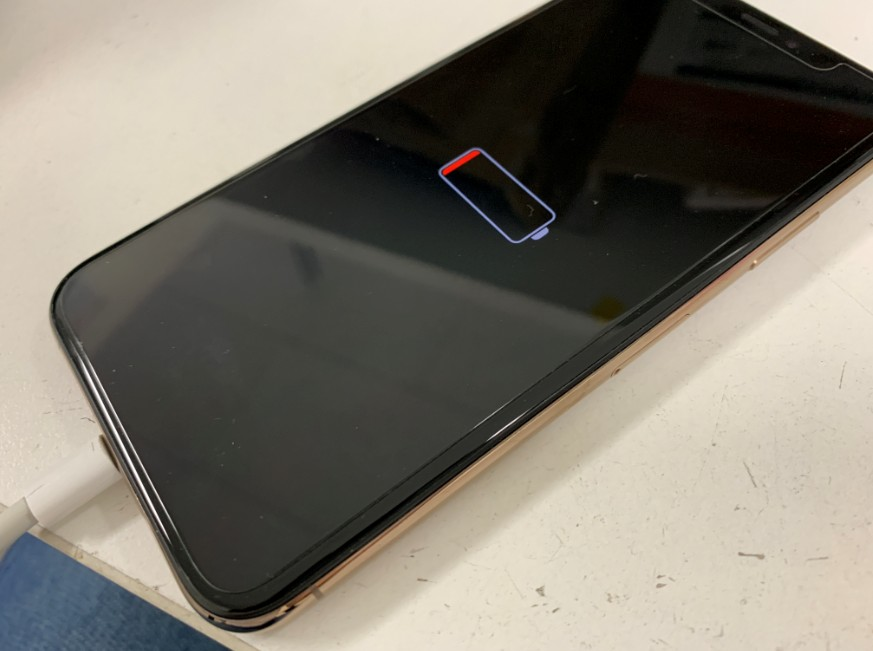 充電出来ない電源が入らないiPhoneXS