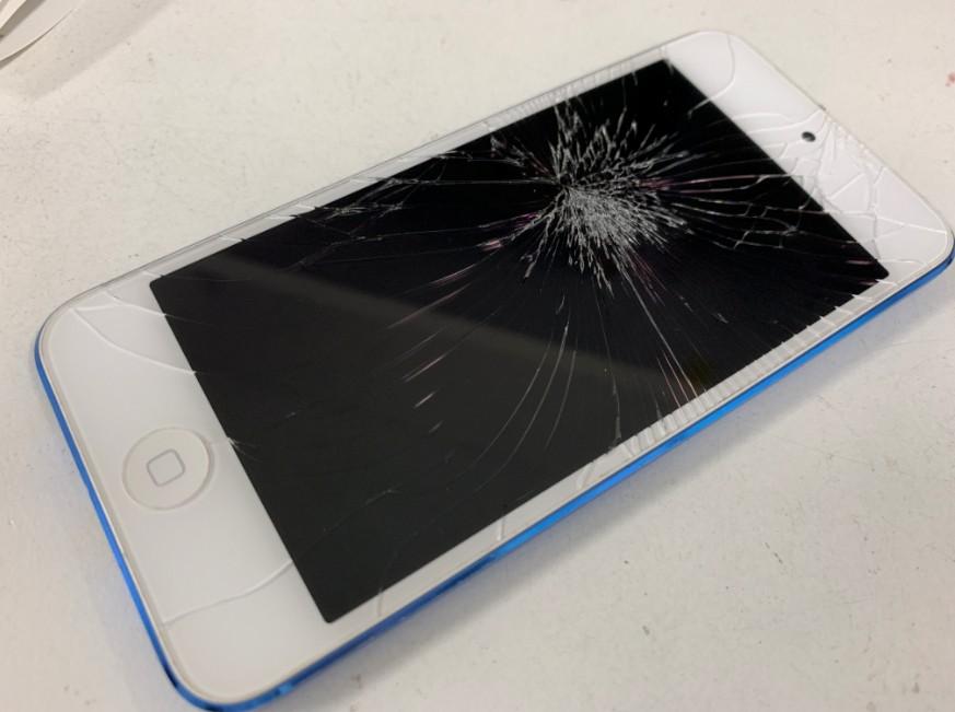 ガラスが割れて液晶に何も映らないiPod Touch 第6世代