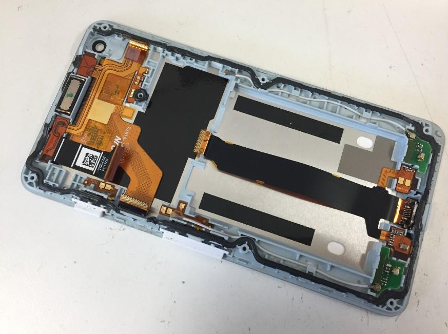液晶画面交換修理途中の分解したAndroid One S2
