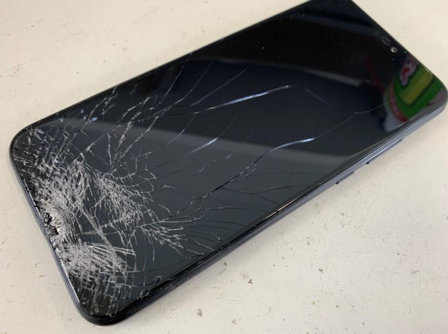 表面ガラスが粉々に割れたP20lite