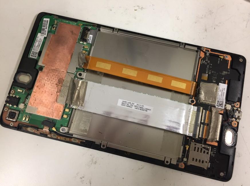 内蔵バッテリーを取り出したNexus7(2013)