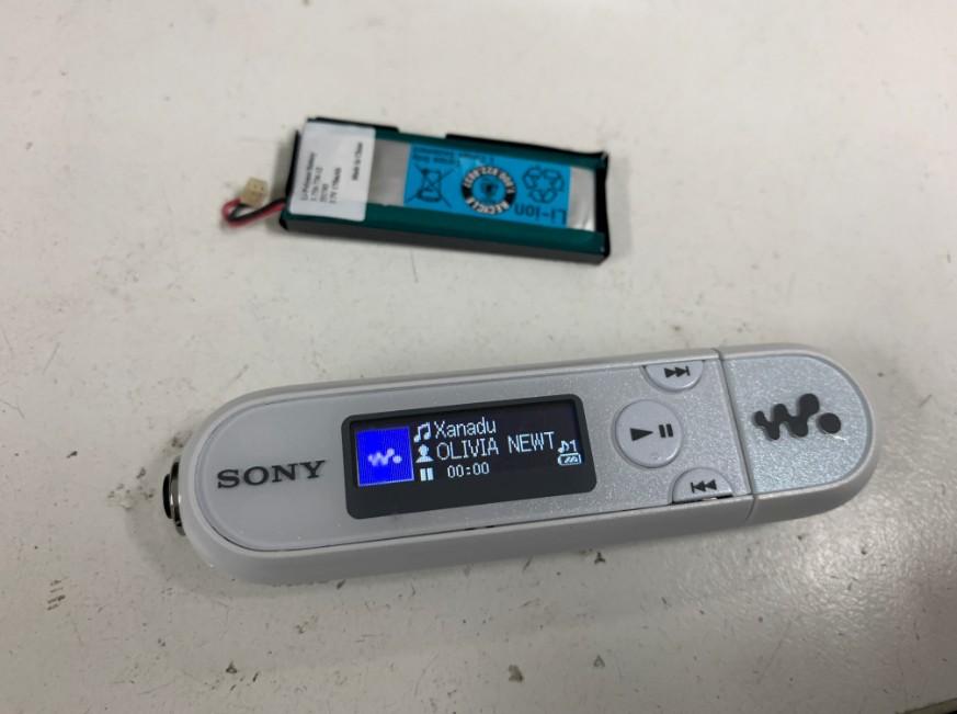 バッテリー交換で電源が入るようになったNW-E044