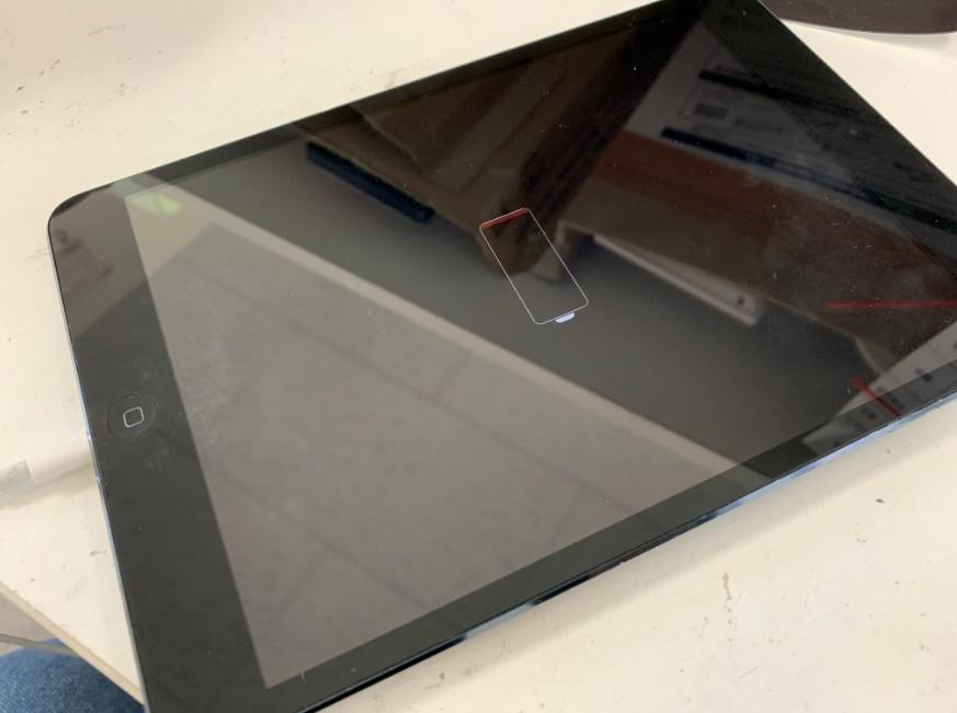 どれだけ充電しても電源が入らない初代iPad mini