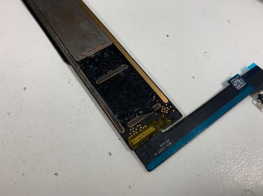 新品のドックコネクターパーツをはんだ付けしたiPad mini4