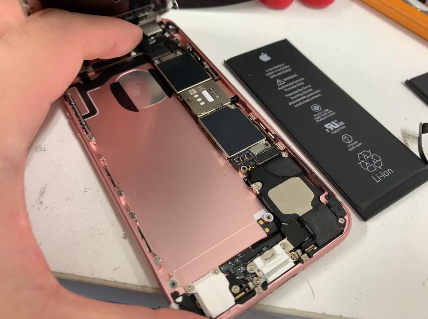 バッテリーを剥がしたiPhone6s