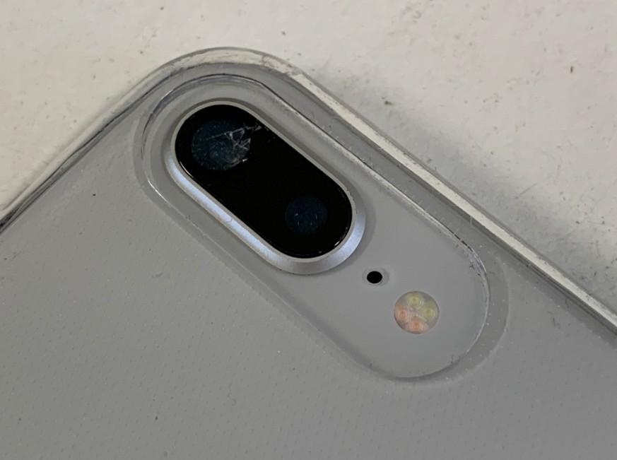 外カメラレンズが割れているiPhone8Plus