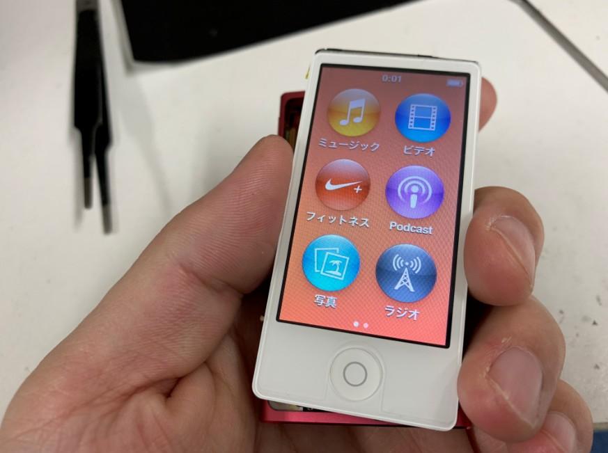 バッテリー仮付けで電源が入ったiPod nano第7世代