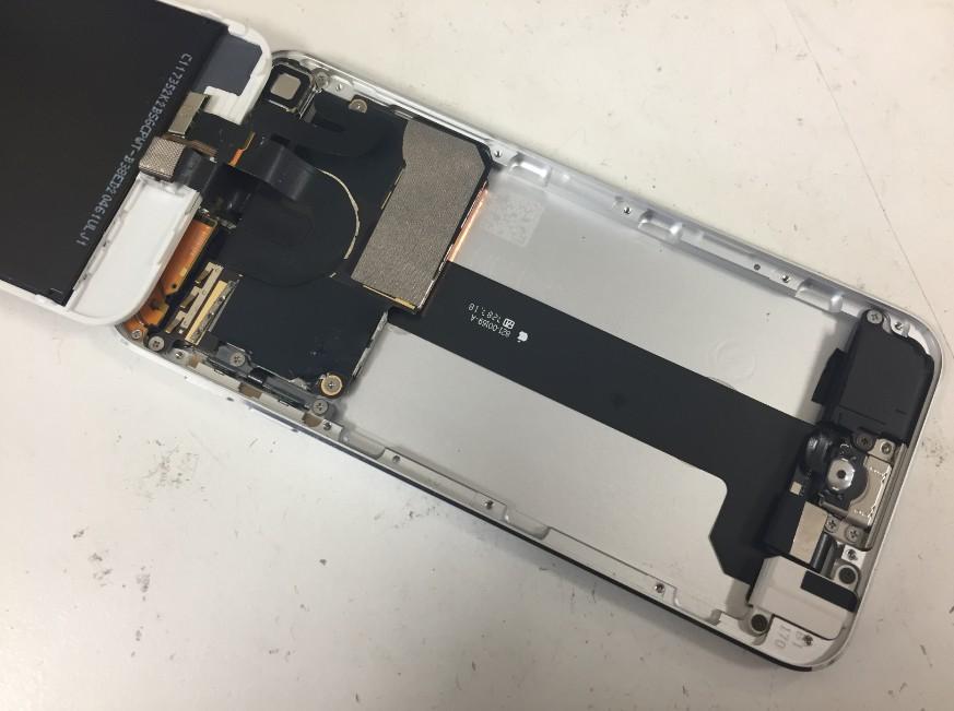 バッテリーを取り出したアイポッドタッチ第6世代