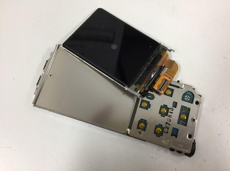 分解して液晶画面交換作業途中のNW-S756