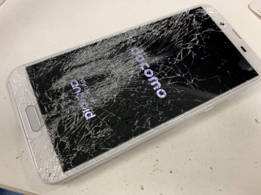 表面ガラスが粉々に割れてしまったアクオス センス2