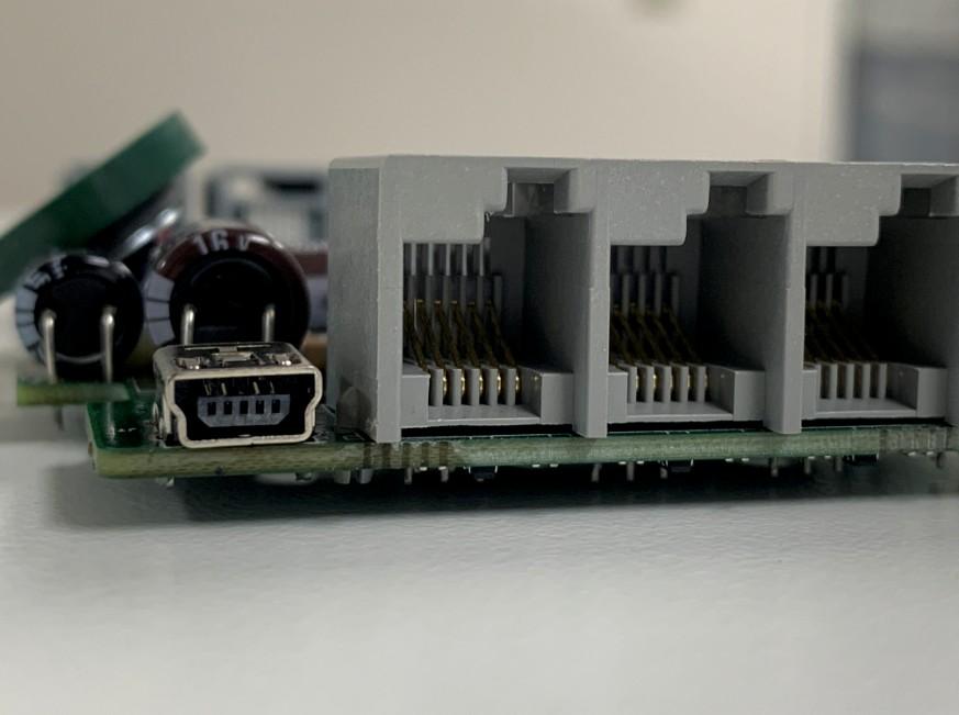 新しいminiUSB端子を取り付けたレゴ マインドストーム EV3
