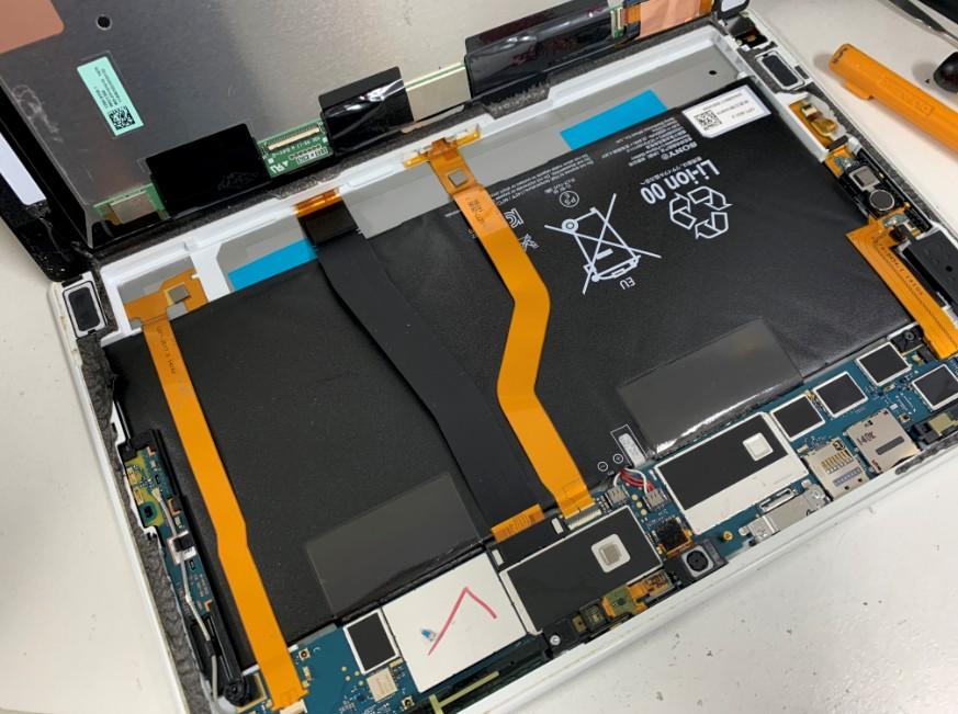 画面を剥がしたXperia Z2 Tablet