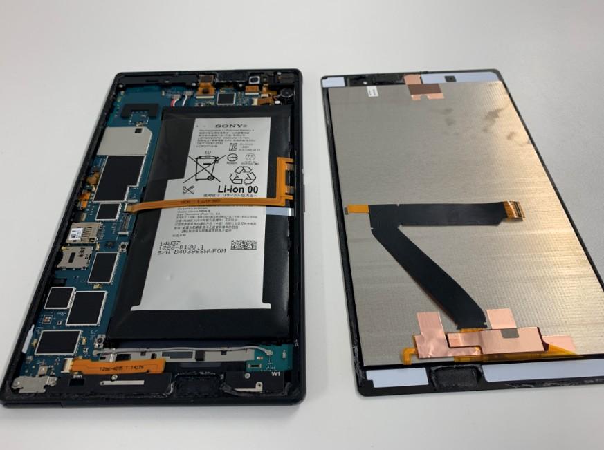 画面を本体から剥がしたXperia Z3 Tablet