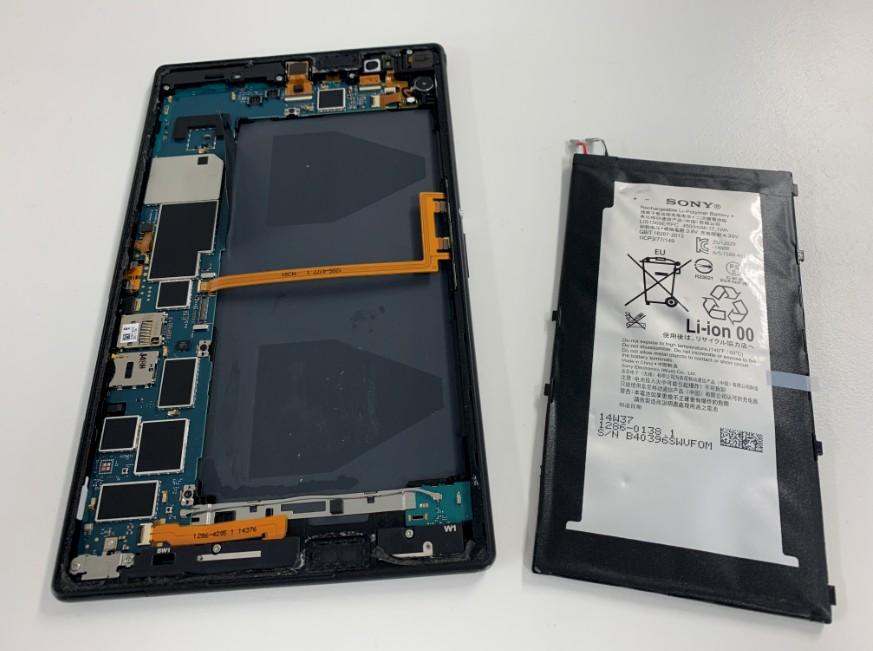 バッテリーを本体から剥がしたXperia Z3 Tablet