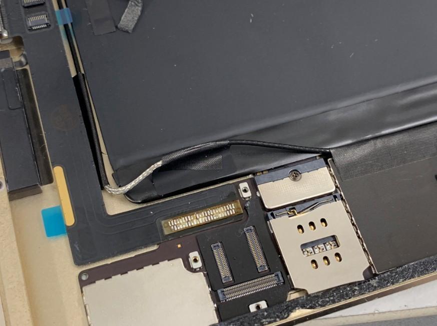 はんだ付けしたiPad Air2のドックコネクター