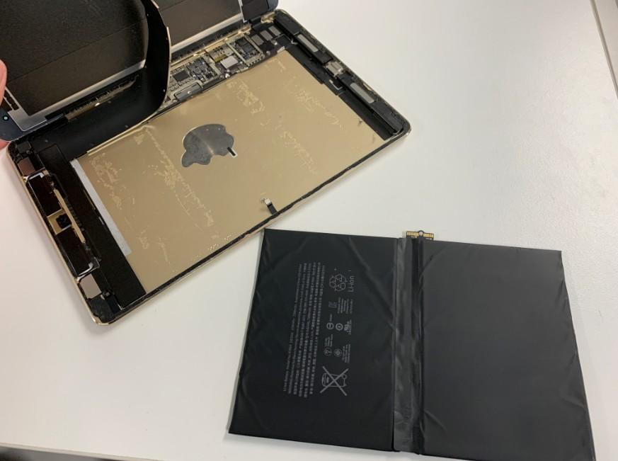 バッテリーを外したiPad Pro 9.7