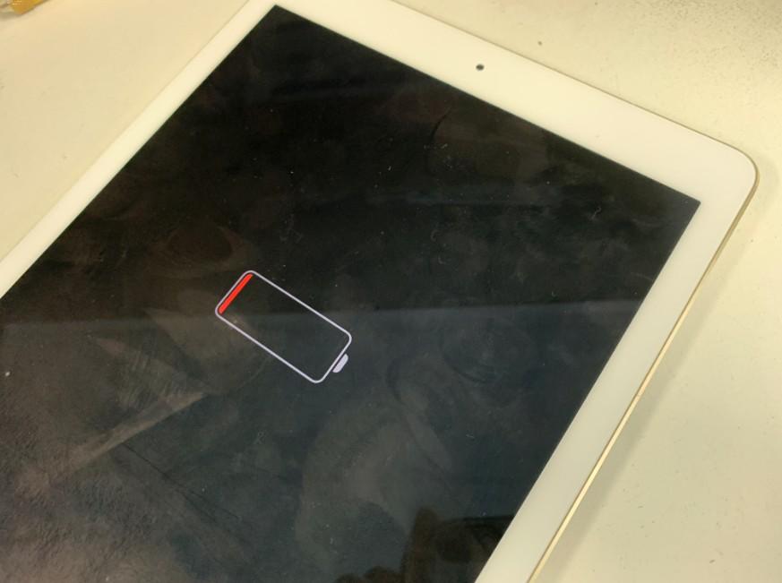 電池切れマークの状態でいくら充電しても電源が入らないiPad Pro 9.7