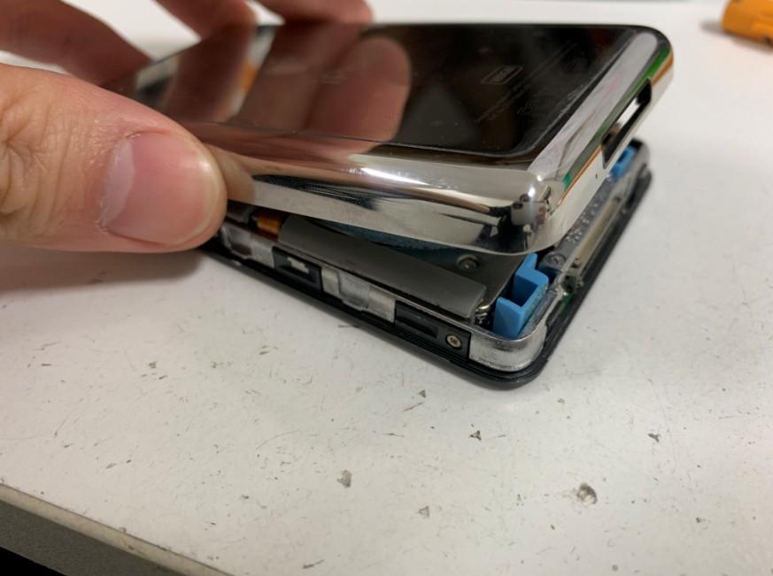 背面パネルを外したiPod classic 160GB