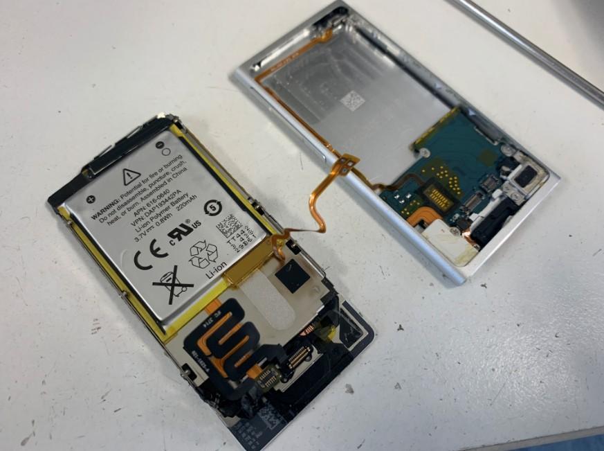 画面を本体から剥がしたiPod nano第7世代
