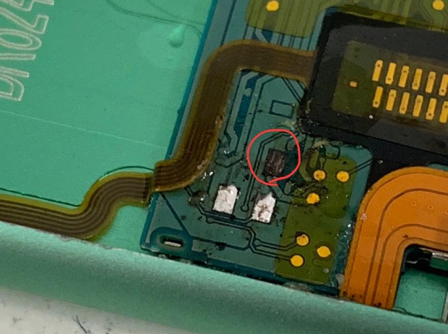 基盤のパターンが剥離したiPod nano 第7世代