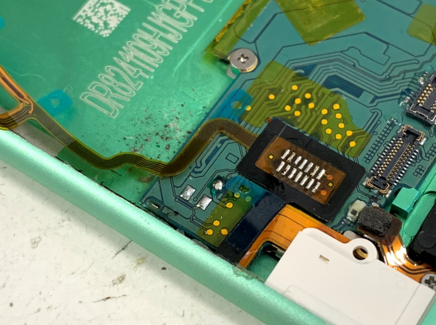 基盤のパターンを修理したiPod nano 第7世代