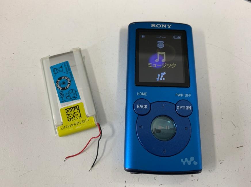 バッテリー交換修理で電源が入るようになったウォークマン NW-E052