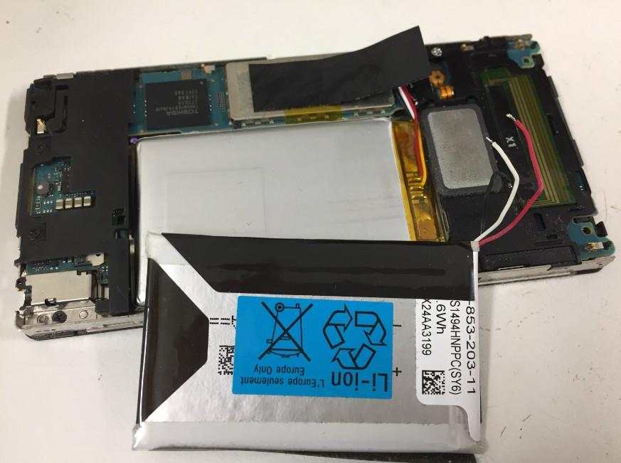新しいバッテリーへ交換したウォークマン NW-F886