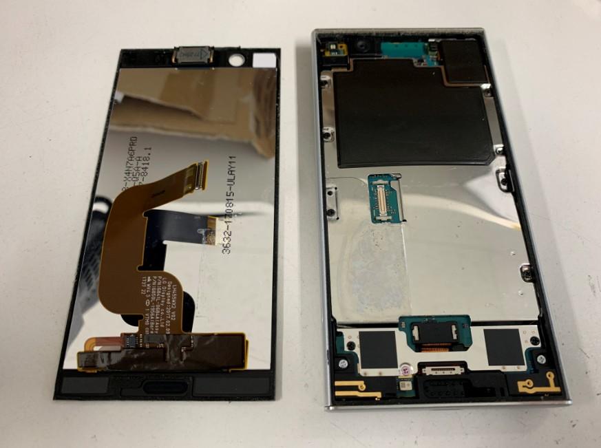液晶画面を本体から外したXperia XZ1 Compact(SO-02K)