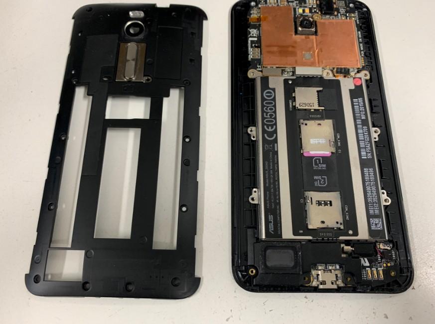 背面パネルを更に剥がしたZenfone2(ZE551MK)