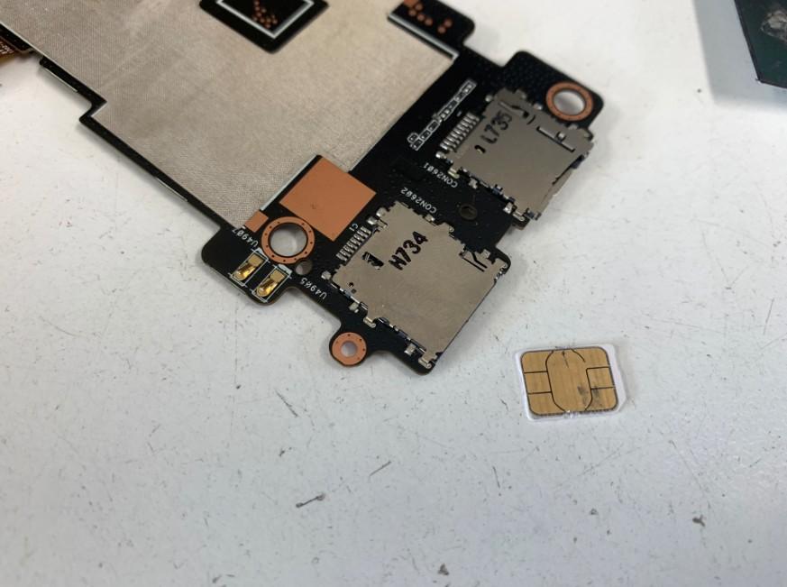 基板からSIMカードを取り出せたZenpad(Z581KL)