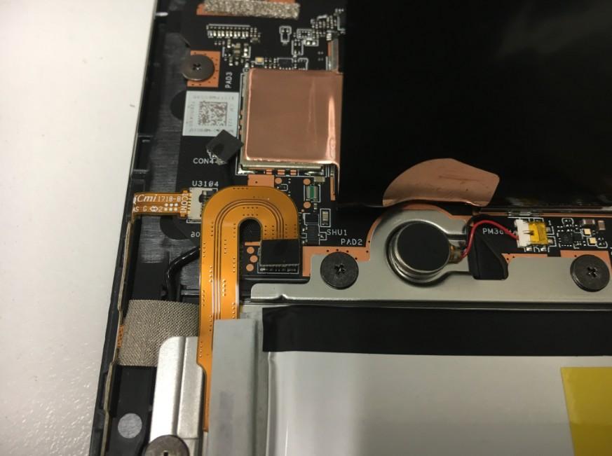 バッテリーコネクタを抜いたZenpad(Z581KL)