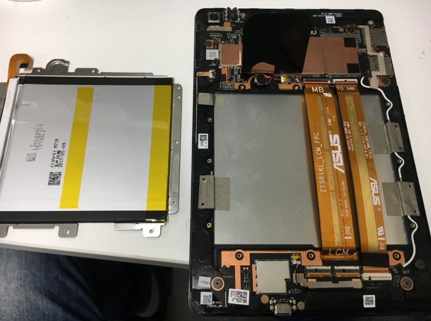 内蔵バッテリーを剥がしたZenpad(Z581KL)