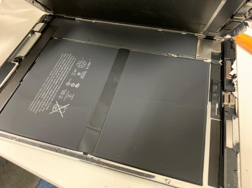 液晶画面を開いたiPadPro9.7