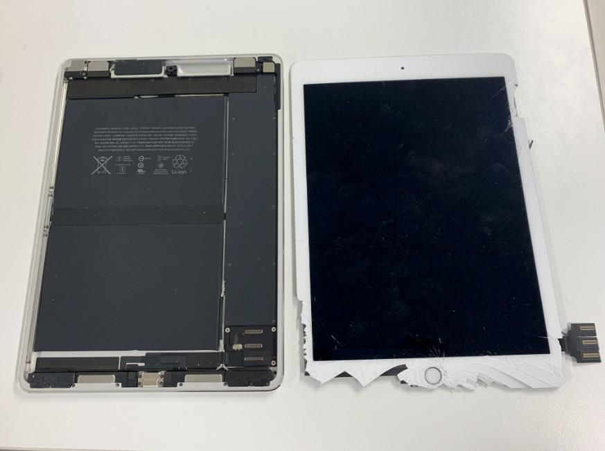 液晶画面を本体から剥がしたiPadPro9.7