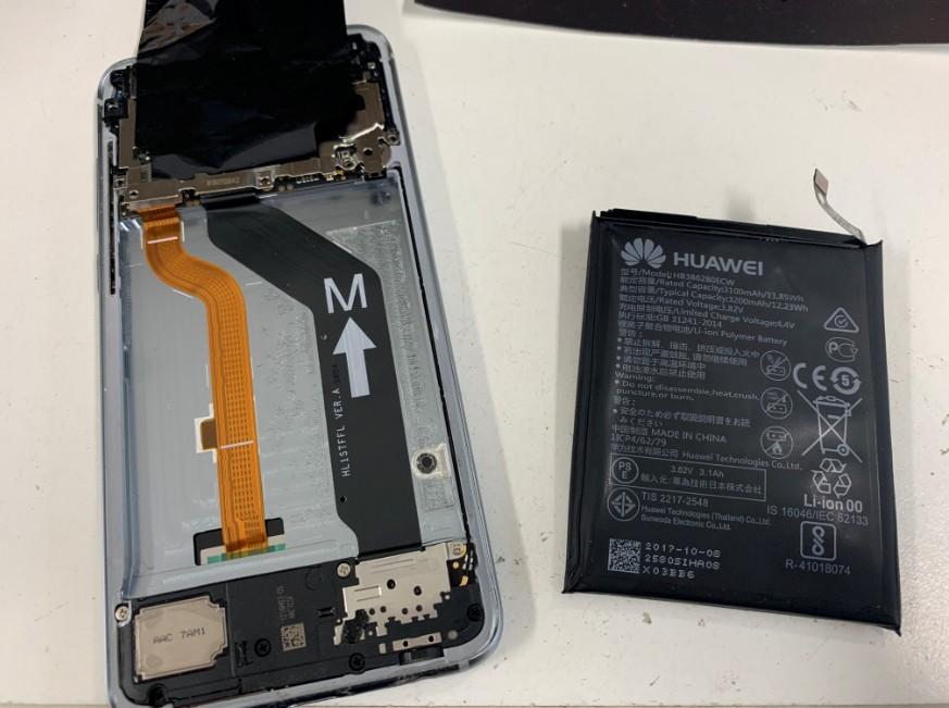本体から膨張したバッテリーを剥がしたhonor9