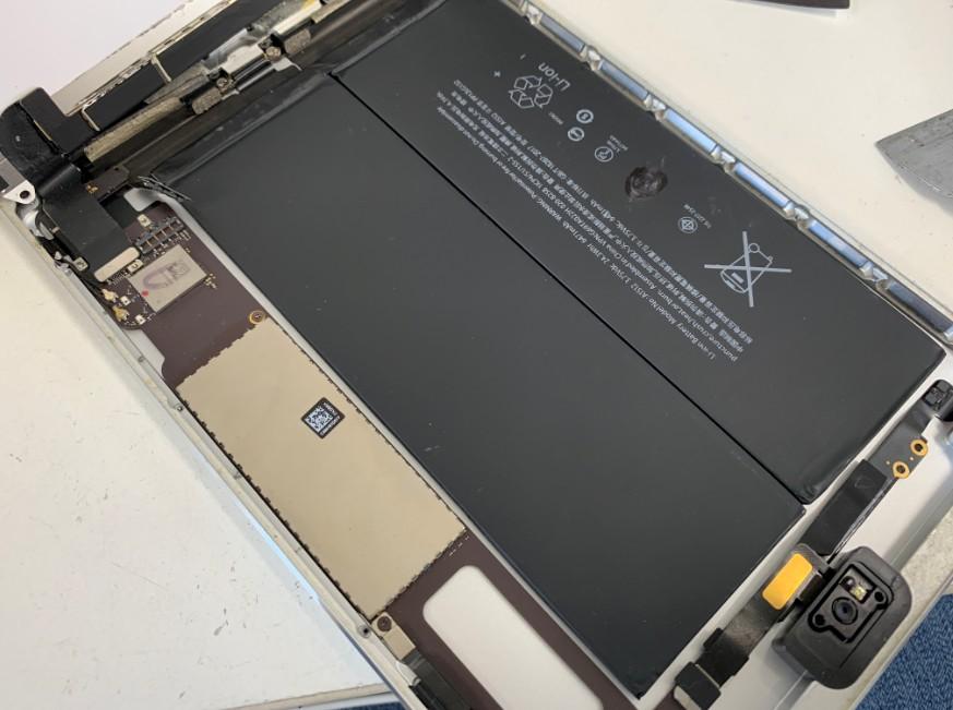 バッテリーがむき出しになったiPadmini2