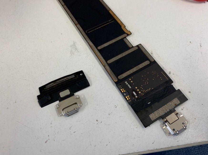 ドックコネクターパーツ交換完了したiPadPro10.5