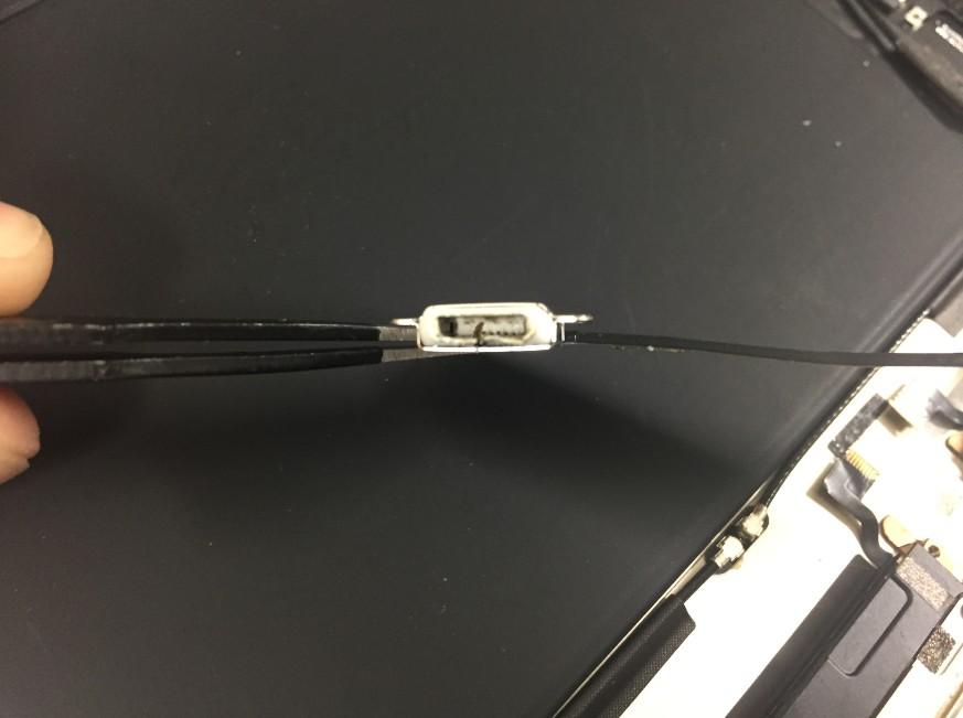 ドックコネクタがつぶれたiPadAir2