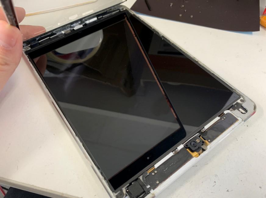 ガラスを完全に剥がしたiPadmini2