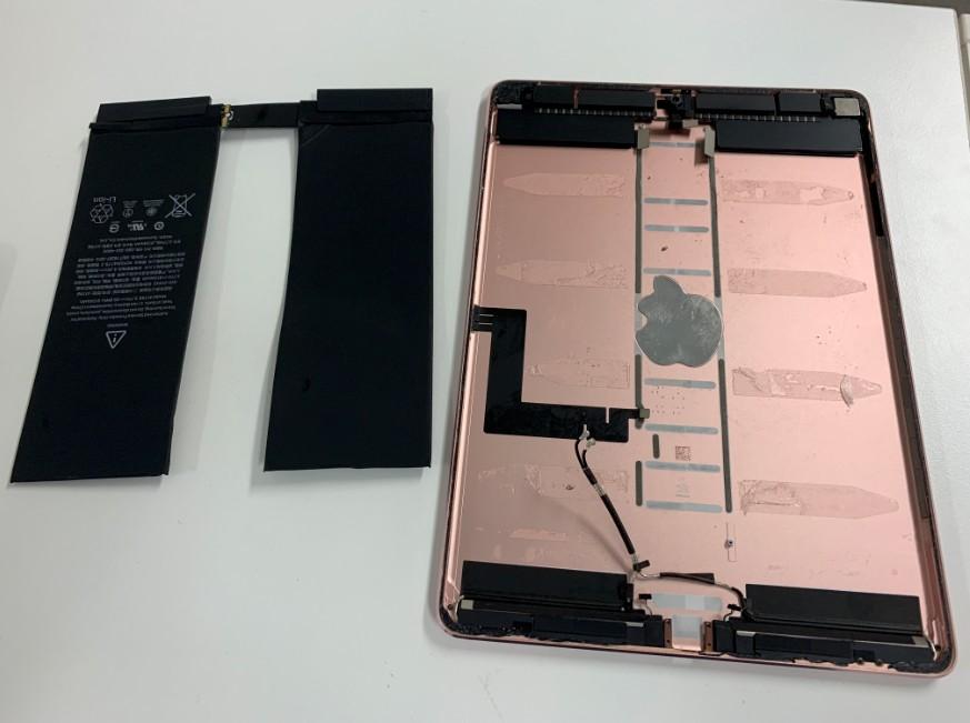 内蔵バッテリーを剥がしたiPadPro10.5