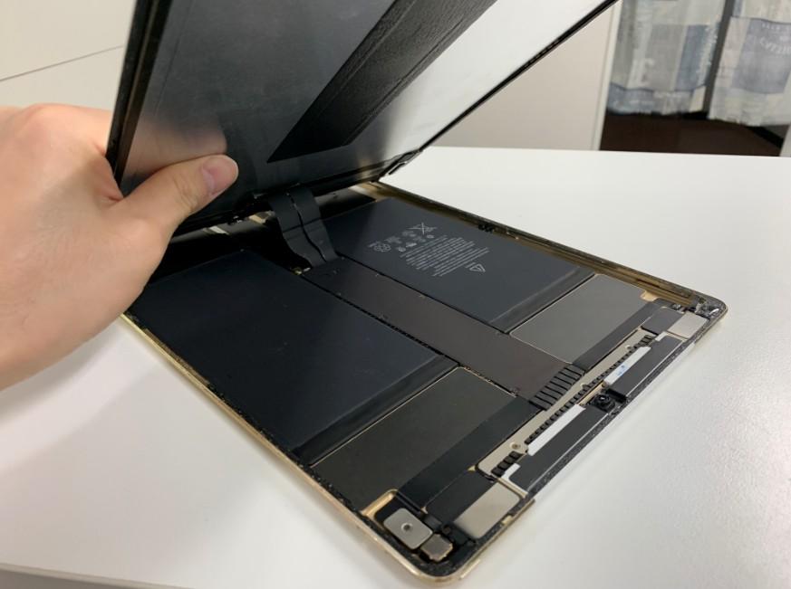 液晶画面を剥がしたiPadPro12.9第1世代