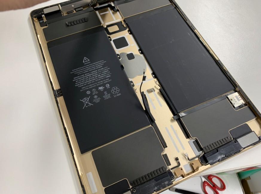 本体から基盤を剥がしたiPadPro12.9第1世代