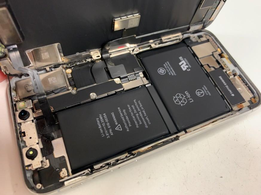 起動なくなったiPhoneXを分解