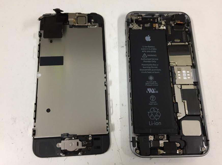 液晶画面を本体から取り出したiPhoneSE