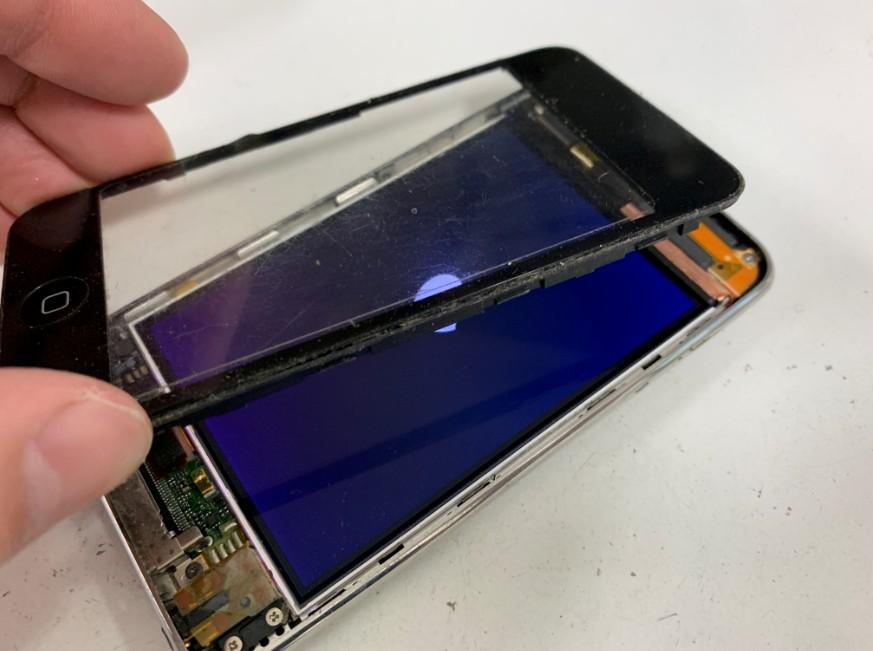 表面ガラスを剥がしたiPodtouch3